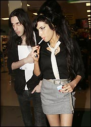 Amy Winehouse: A Wood man is hard to find   22MOON.COM