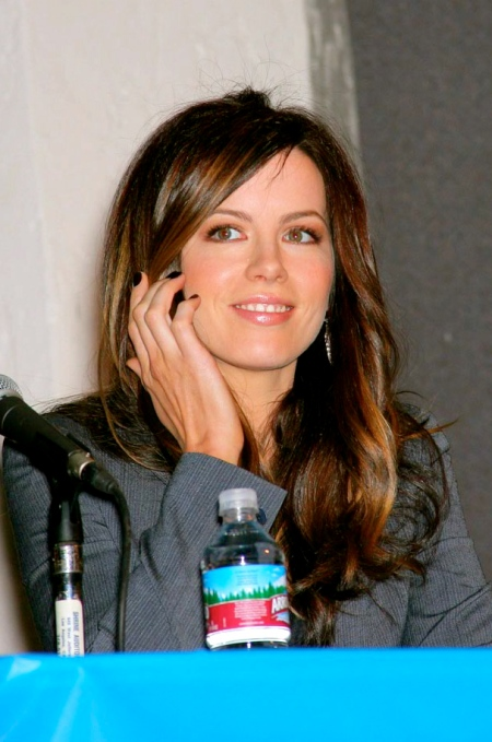 kate-beckinsale-yellow-04