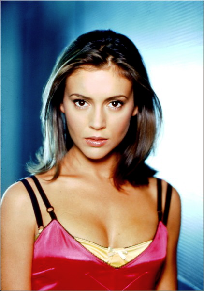 alyssa-milano-exceptionally-fine-1