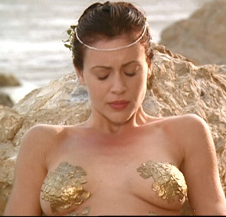 alyssa-milano-golaya-na-video