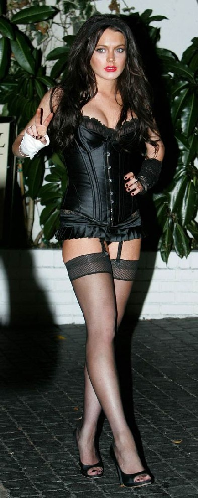 lindsay-lohan-halloween-whore-08-1