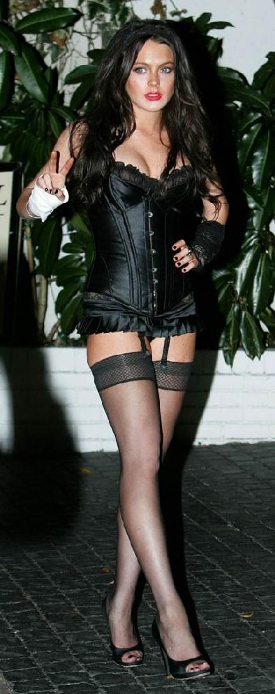 lindsay-lohan-halloween-whore-08-1