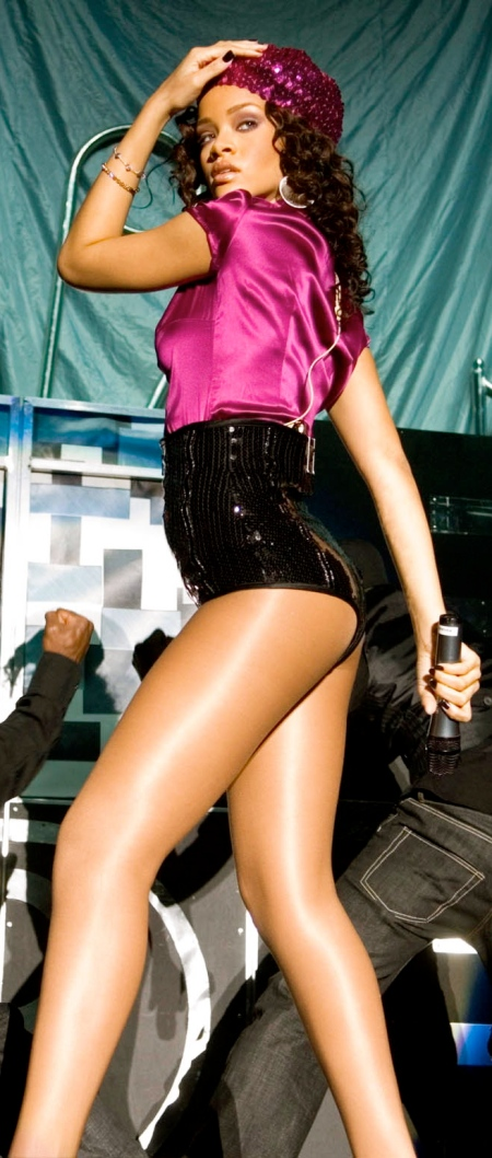 rihanna_live_dance_3_big-2