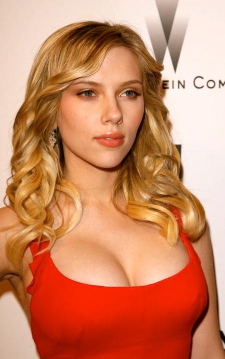 scarlett-johansson-breasts5