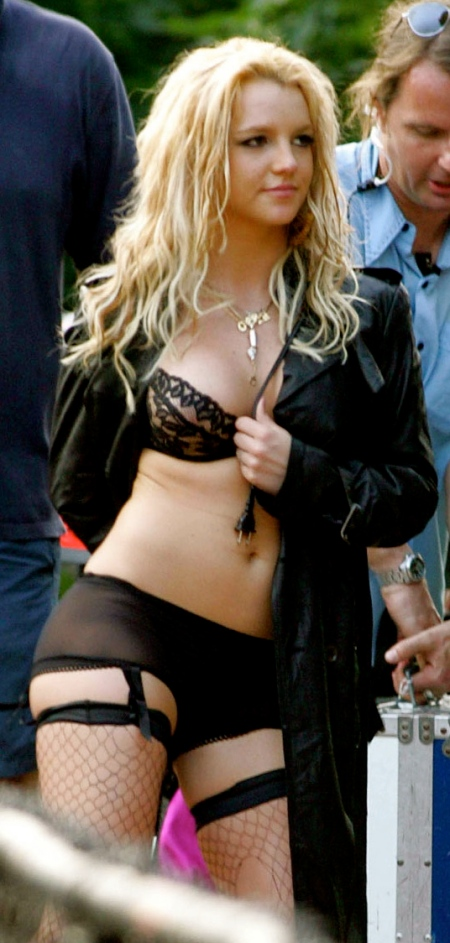 britney_spears_suspenders_stocking_jpg_jpg