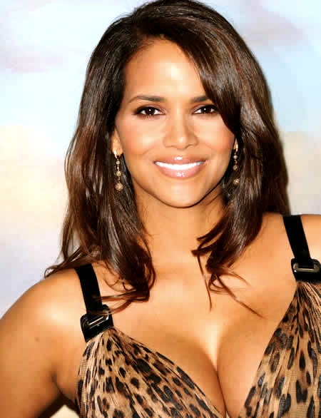 halle-berry-escote