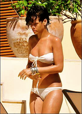 rihanna nude photos mediatakeout