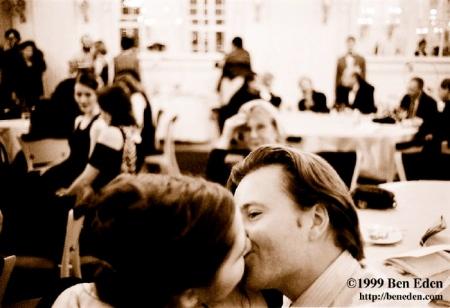 ball_kiss