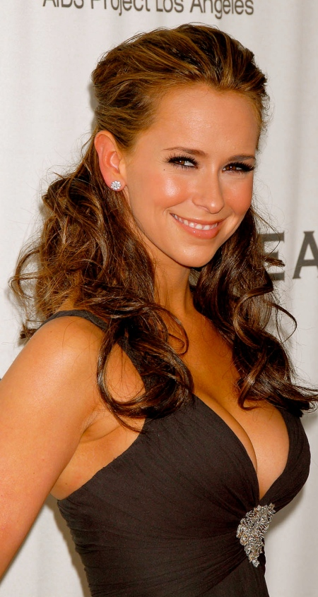 jennifer_love_hewitt_boob_peek_4_big