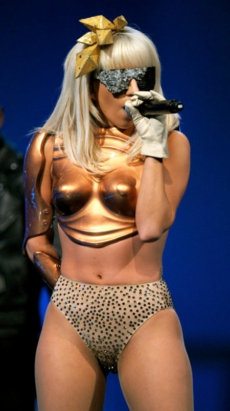 lady-gaga-on-stage-because-shes-interesting-1