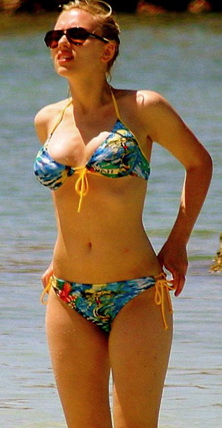 scarlett_johansson_bikini_pics_2_big-1