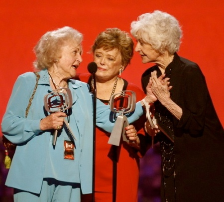 Queen bea arthur dead at 86 22moon com for Why did bea arthur leave golden girls