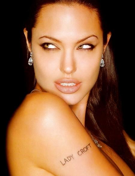 Angelina_Jolie_(16)
