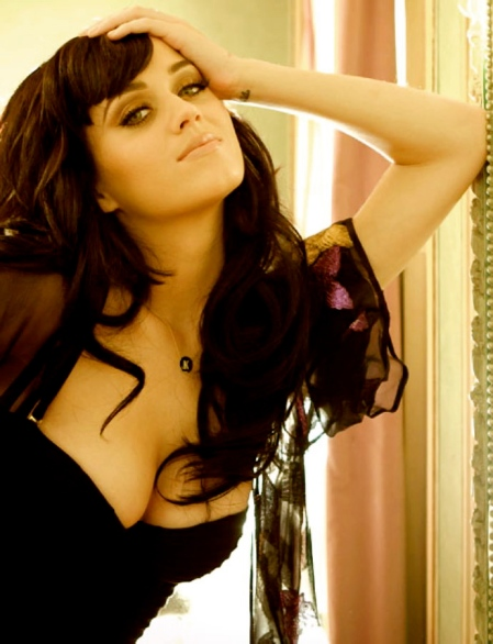 Katy_Perry_Esquire-breasts-01