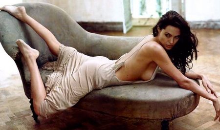 Angelina-Jolie-012