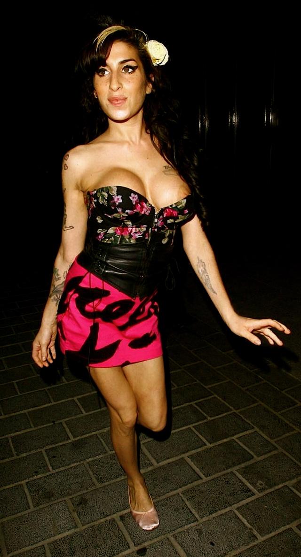 Amy Winehouse Boob 9