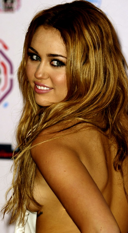 Miley cyrus side boob photo-4444