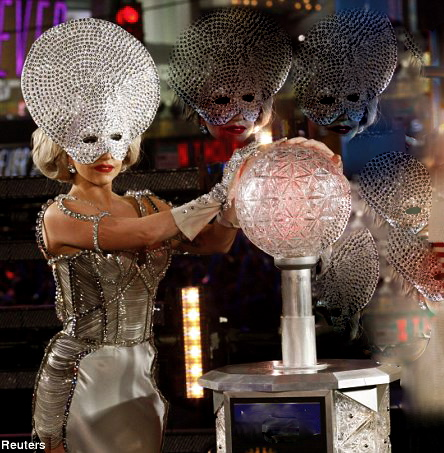 Lady GaGa New Year's Eve performance 2012 – 6 VIDEOS | 22MOON.COM