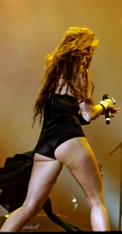 Miley cyrus side boob photo-8703