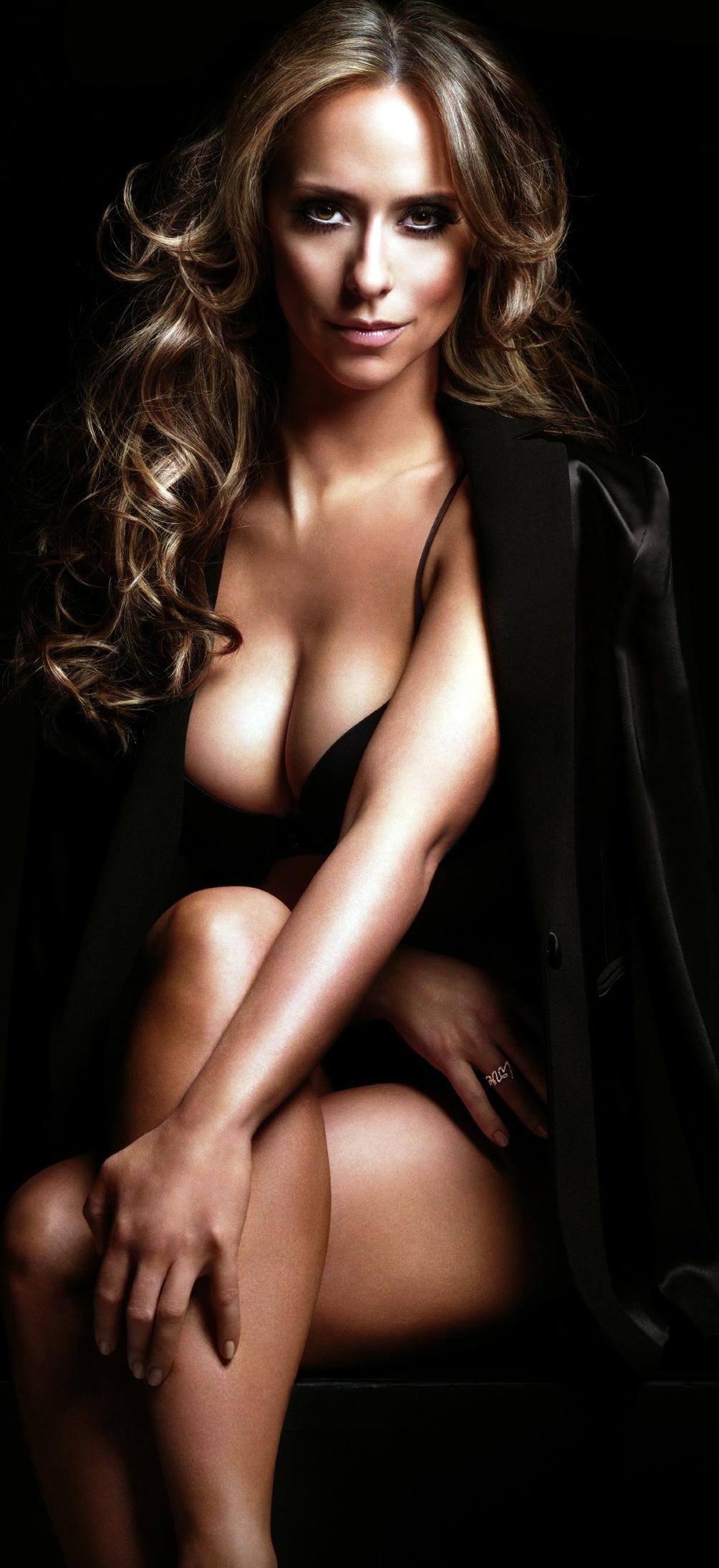 Sexy Jennifer Love Hewitt Pics Near