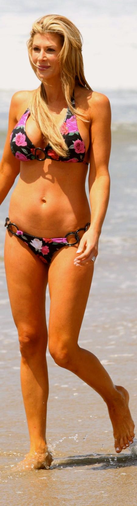 alexis-bellino-bikini-santa-monica-5