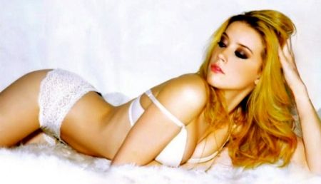 amber-heard-fhm-october-200-600x337
