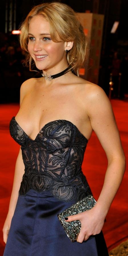Jennifer_Lawrence_Bikini_Hot_Photos_Scene_Swim_Suit_Sexy_Semi_Nude_Pictures_images_12