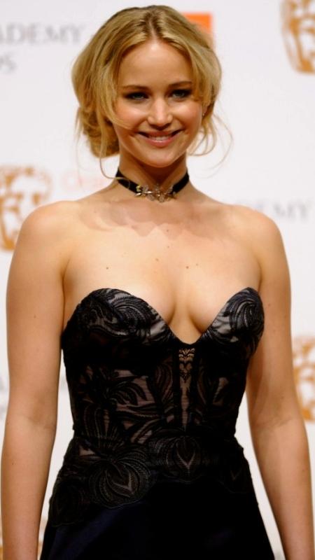 Jennifer_Lawrence_Bikini_Hot_Photos_Scene_Swim_Suit_Sexy_Semi_Nude_Pictures_images_2