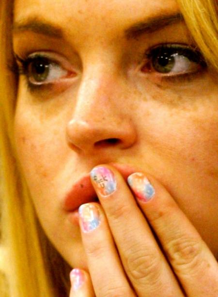 lindsay-lohan-f-u-fingernail-778x10241