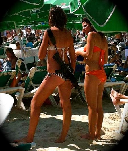 bikini-gun-girl_1546417a
