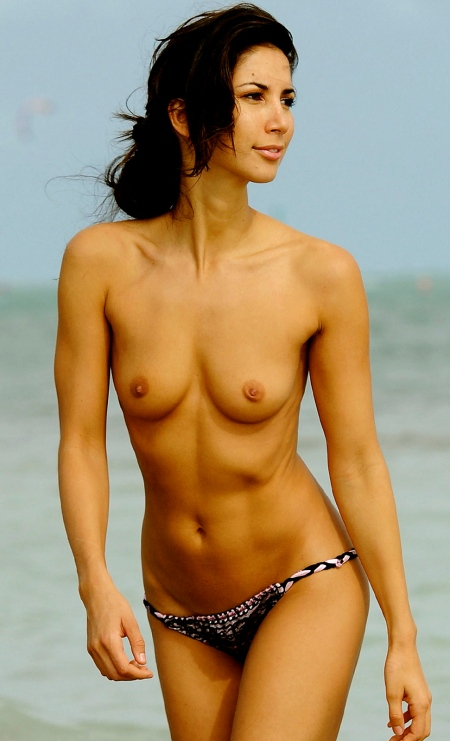 Leilani Dowding Topless Bikini Photos At The Beach In Miami www.GutterUncensored.com 011