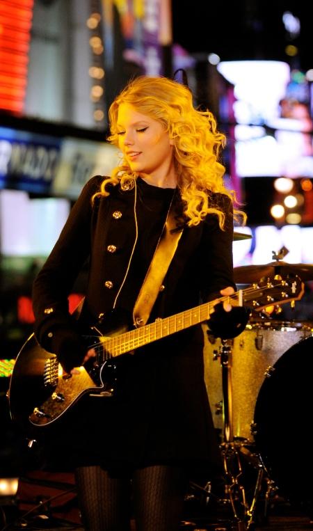 TaylorSwift-2009NewYearsEveInTimesSquare_Vettri.Net-09
