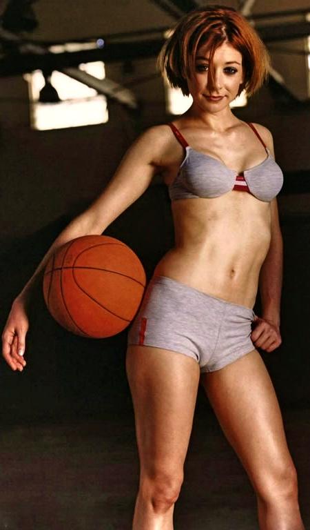 alyson-hannigan-bikini-001-1024