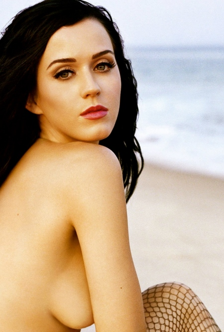 katy-perry-nude-on-a-beach