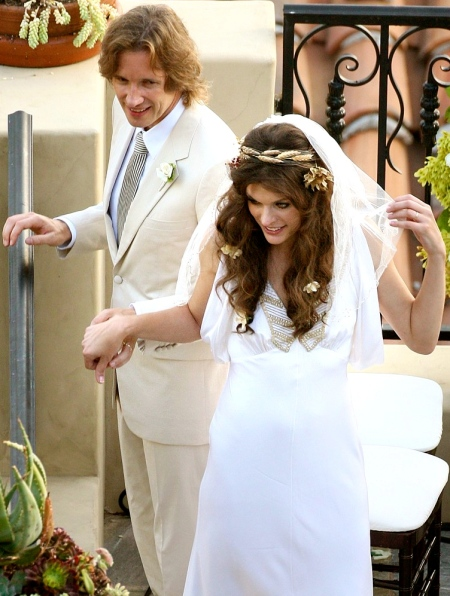 milla-jovovich-marries-longtime-boyfriend-director-798x1024