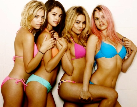 vanessa-hudgens-selena-gomez-ashley-benson-rachel-korine-spring-breakers-promo-shoot-02