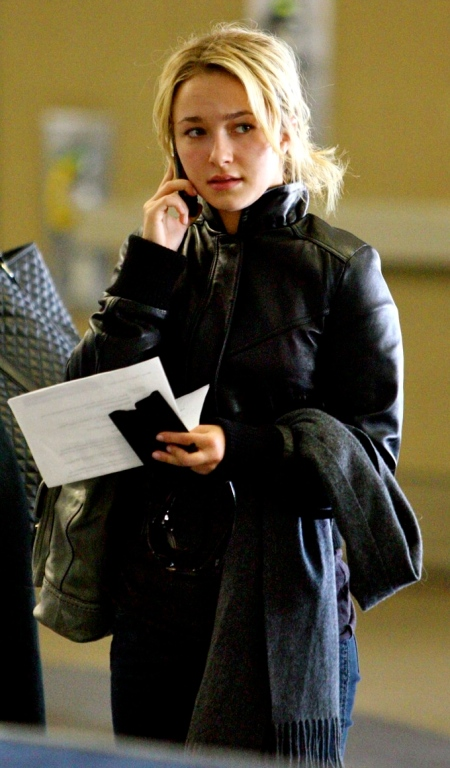 hayden-panettiere-phone-call-01