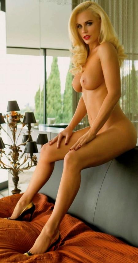 Jenny-McCarthy-Naked-Bed-Playboy-2012