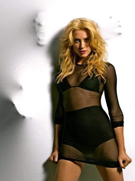 Amber-Heard-Lingerie-Boudoir-nude-5