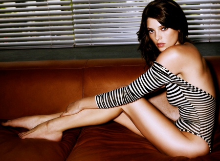 ashley-greene-celebrity-49030
