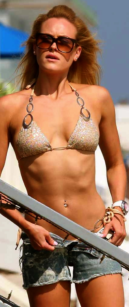 Peta Murgatroyd look adorable sexy when she took off all her short jeans to show her perfect body in nude bikini 01