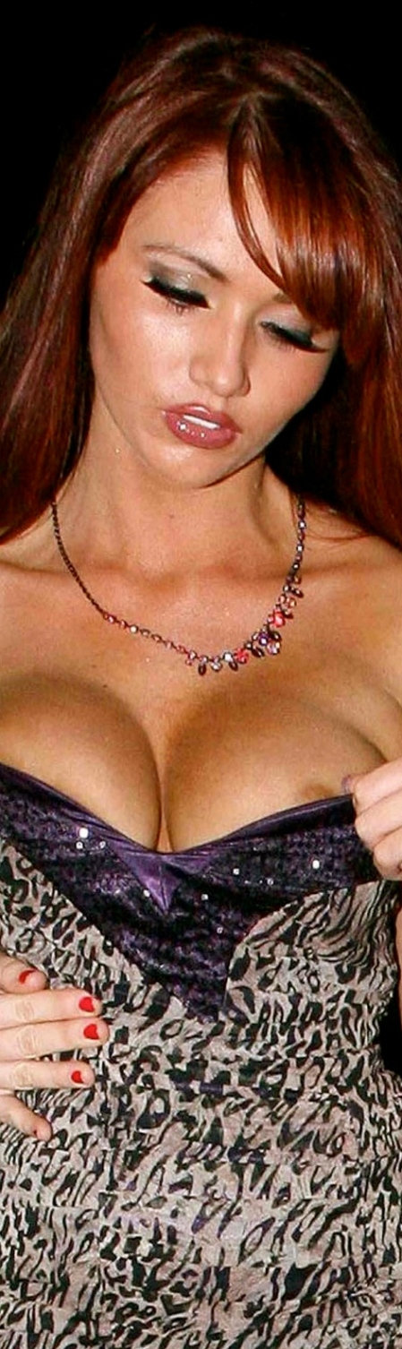 Amy-Childs-nipslip