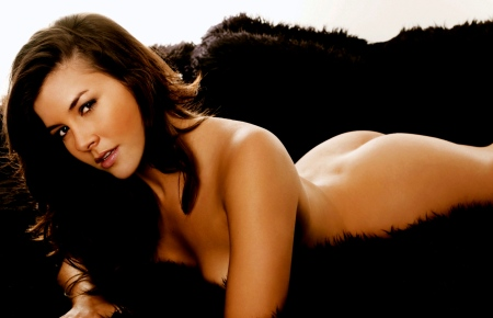 Sexy-Imogen-Thomas-Laying-On-Black-Fur-Rug-2560x1600-22678