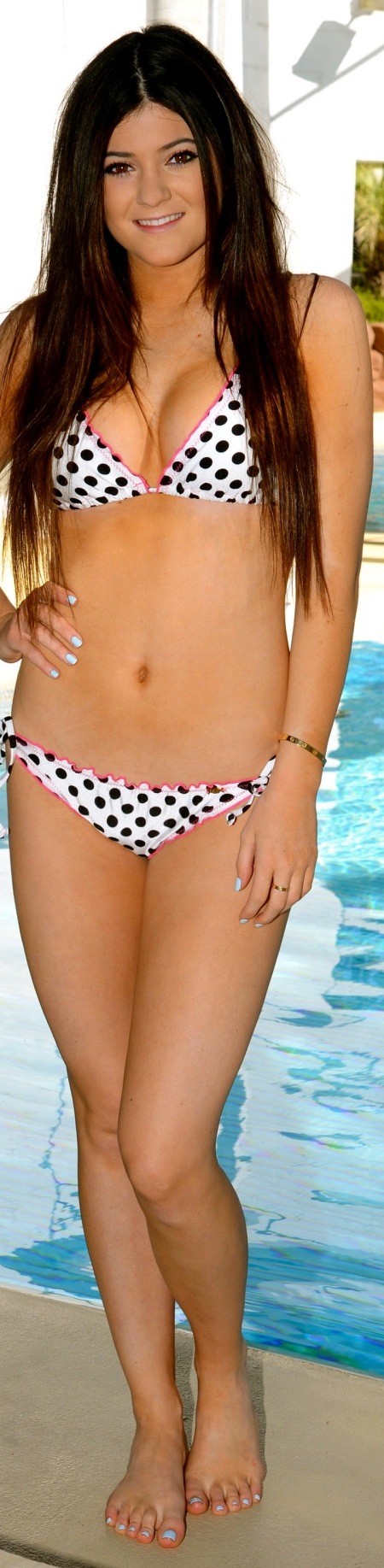 EXPOSTAS_com_Kylie_Jenner_Modeling_a_Kardashian_Khaos_bikini_at_Mirage_Hotel_Pool