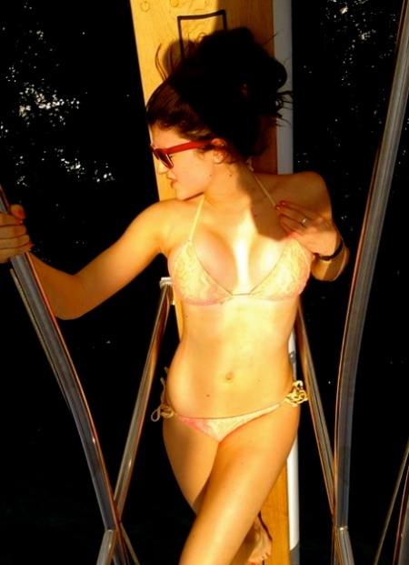 kylie_jenner_kylie_jenner_bikini_YKxO7Bo.sized
