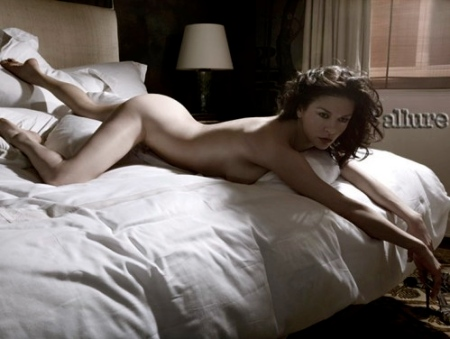catherine-zeta-jones-allure-magazine-photoshoot-nude-pictures-photos-ass-skin-beautiful-2010-499x376