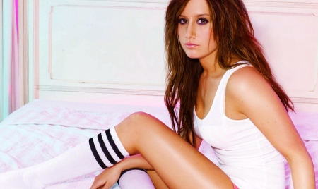Ashley-Tisdale-Hot-Ashley-Tisdale-HD-Wallpaper