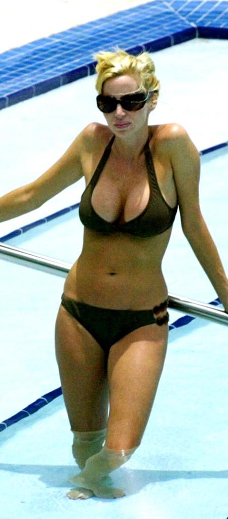 gallery_enlarged-camille-donatacci-bikini-01