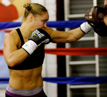 ronda-rousey-fittest-bodies-in-sports-hd-wallpaper-8399