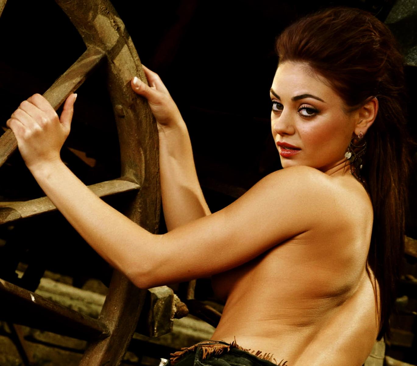 Mila kunis sexy boobs